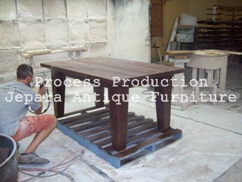 8. Finishing Furniture Kayu Jepara Model Spray