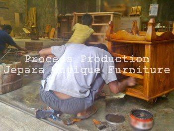 9. Finishing Furniture Kayu Jepara Model Traditional Frech Wax