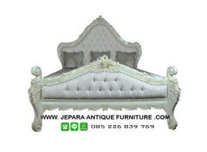 Contoh Dipan Tempat Tidur Model Klasik Mewah