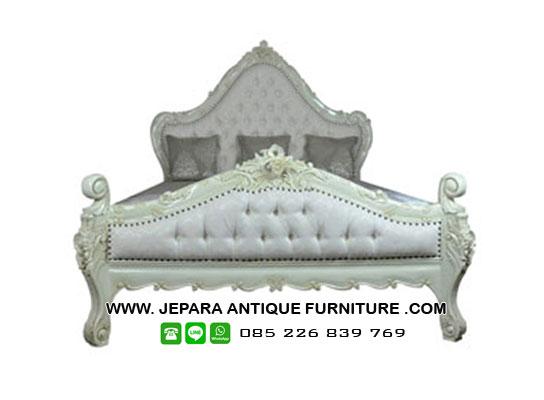 Dipan Tempat Tidur Model Klasik Mewah
