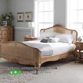 Set Tempat Tidur Kayu Kombinasi Rotan